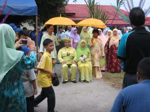a typical malay wedding, but this is definitely not my friend's wedding that i attended 3 days ago